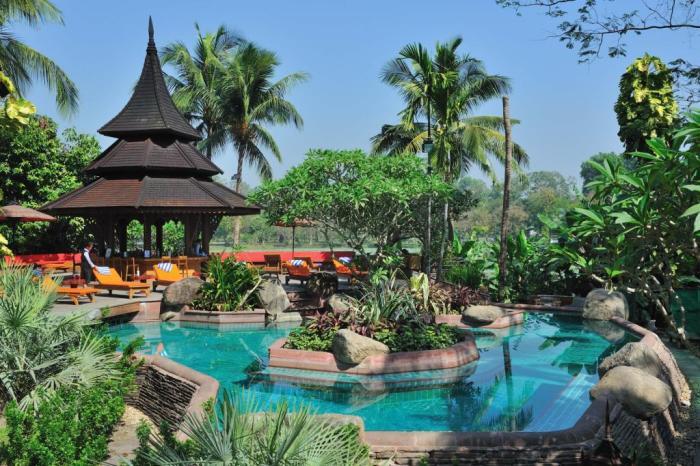 Exterior Large Garden Pool Kandawgyi Palace Hotel Yangon