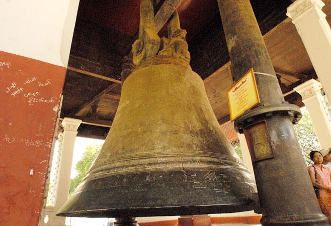 The great, 90 ton, Mingun bell.