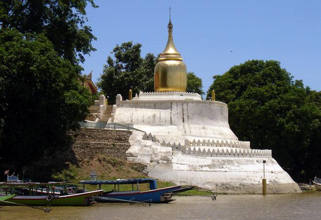 Bu Pagoda view from the Ayeyarwaddy River