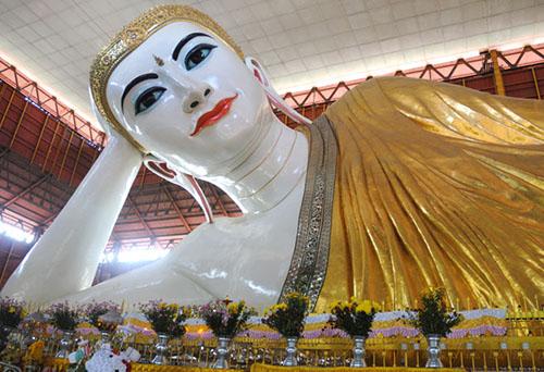 Chauk Htat Gyi Reclining Buddha