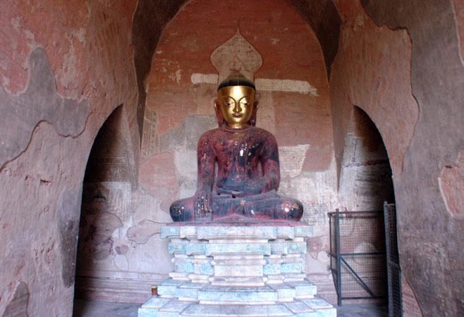 Buddha image inside the Dhammayangyi Temple