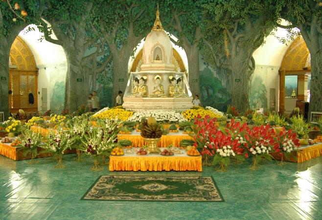 Inside view of Mahawizaya Pagoda