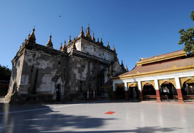 Manuha Pagoda Bagan Myanmar