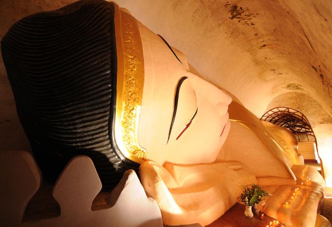 Reclining Buddha Image at Manuha Pagoda