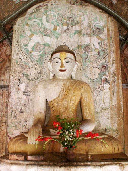 Buddha Image inside Upali Thein