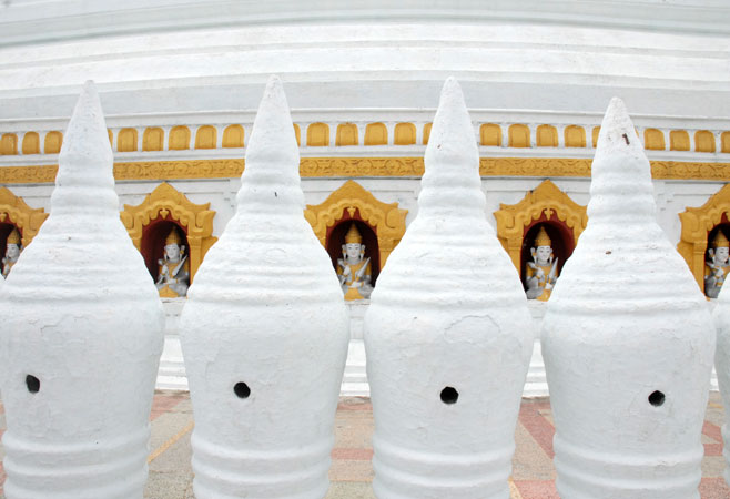 812 stone pillars around the pagoda