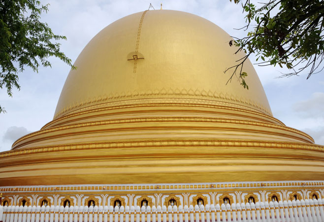 The Kaungmudaw Pagoda with new gold paint