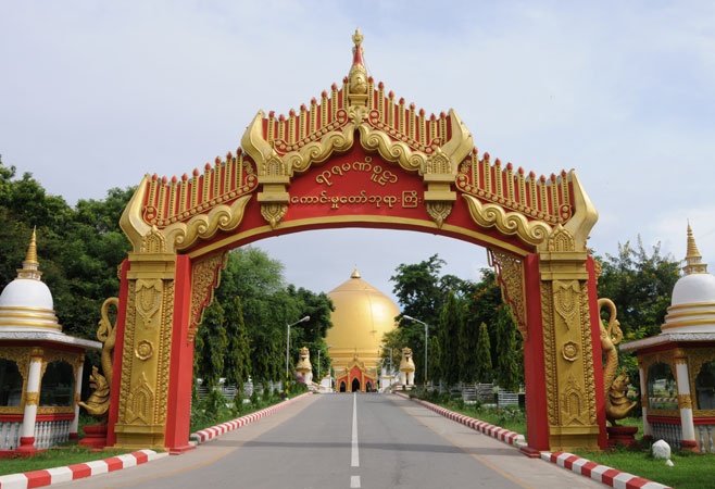 Road to Kaungmudaw Pagoda