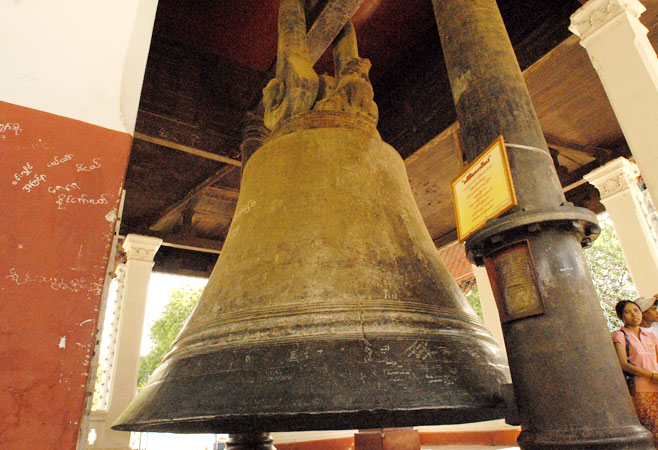 The great, 90 ton, Mingun bell.